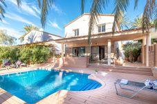 Vil.la en Empuriabrava - 0109-PANI Casa al canal amb piscina i amarre