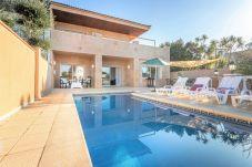 Villa in Empuriabrava - 0107-LLOBREGAT Haus am Kanal mit Pool und Liegeplatz