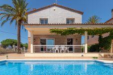 Villa in Empuriabrava - 0145-PANI Haus am Kanal mit Pool und Liegeplatz