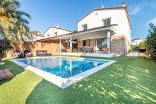 Villa in Empuriabrava - 0050-PANI Haus am Kanal mit Pool und Liegeplatz